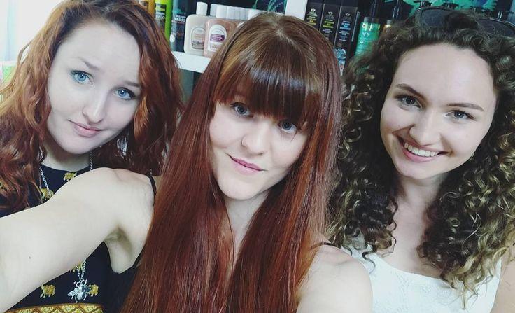 Jeszcze z otwarcia  Dziewczyny jesteście super i cieszę się że mogłyśmy się spotkać! Oby jeszcze nie raz takie spotkanie  A my w stacjonarnym sklepie ostro działamy... Jest co pakować    www.napieknewlosy.pl  Http://wwwlosy.pl  #wwwlosypl #napieknewlosy #włosy #wlosy #wlosomaniaczki #wlosomania #gingerhair #instahair #hairofinstagram #hairoftheday #blog #blogger #wwwlosypl #napieknewlosy #pielegnacjawlosow #kosmetyki #saskakepa #warszawa #curlyhair #curly