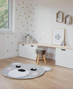 Scandinavian: Nursery set up with white furniture and wood. Great carpet …  – kinderzimmer