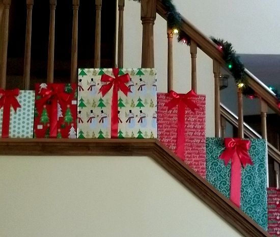 1000+ Ideas About Christmas Staircase On Pinterest