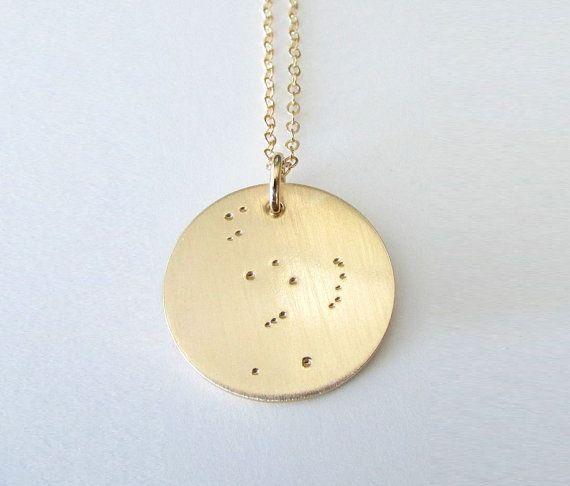 Mein Orion-Kette verfügt über ein Gold Orions Gürtel Charme Hand gestempelt, einen Stern zu einem Zeitpunkt, der Anhänger und auf eine Halskette/Kette montiert. Dieses Schmuckstück Orion ist aus 14K gold gefüllt Metall. Ihr Sternbild-Halskette kann Orion oder anderen beliebten