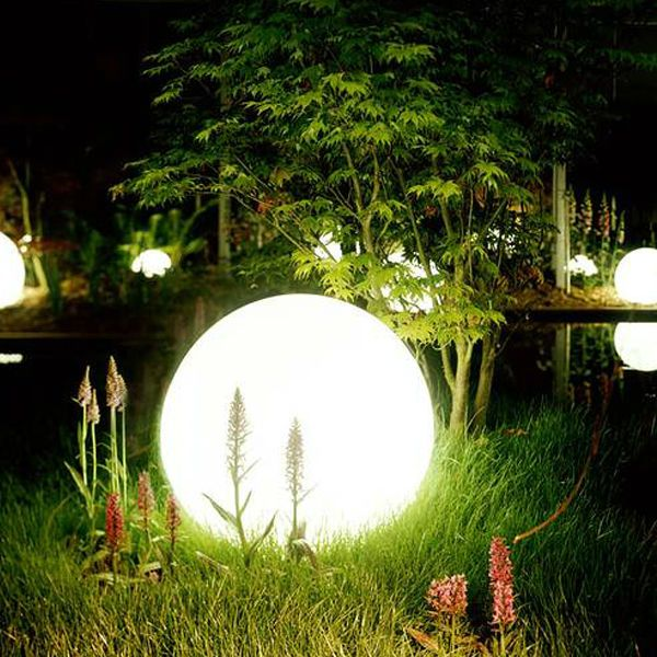 Solar outdoor garden lighting