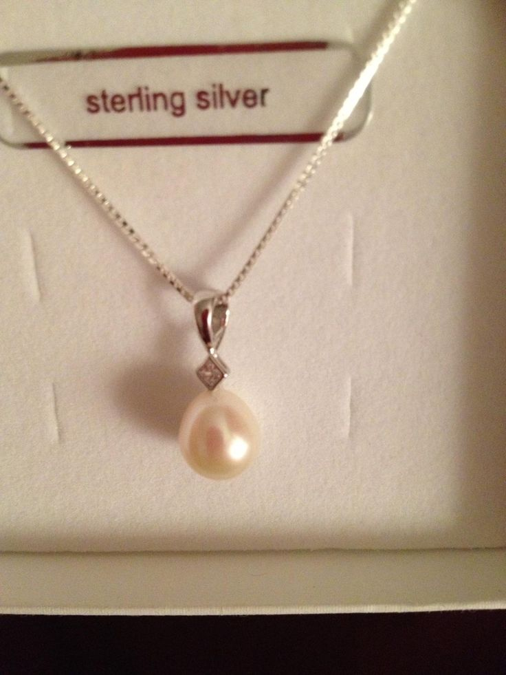 My drop pearl necklace