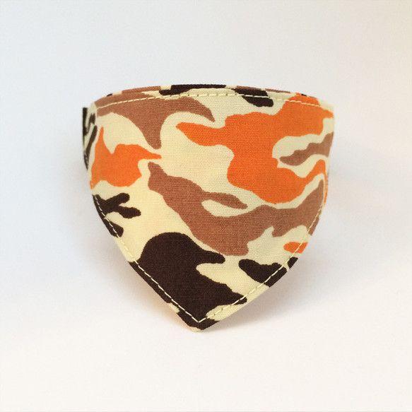 ★2014冬ハンドメイド★オレンジが際立つカモフラージュ柄のバンダナ風首輪です。活発な猫様の装いにぴったりです。市販の迷子札の取り付けもしやすい角カン付きです...|ハンドメイド、手作り、手仕事品の通販・販売・購入ならCreema。