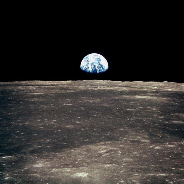 Vista de la Tierra en el horizonte de la Luna desde el Apolo 11