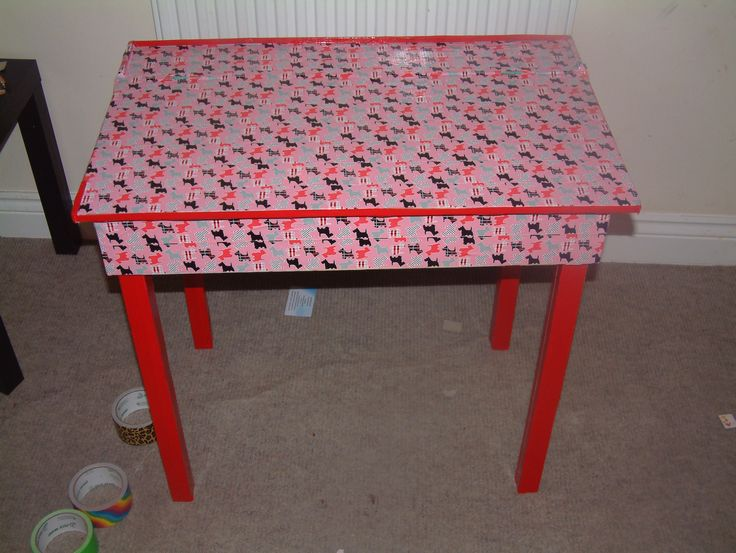 funky duck tape desk! isnt this awesome!