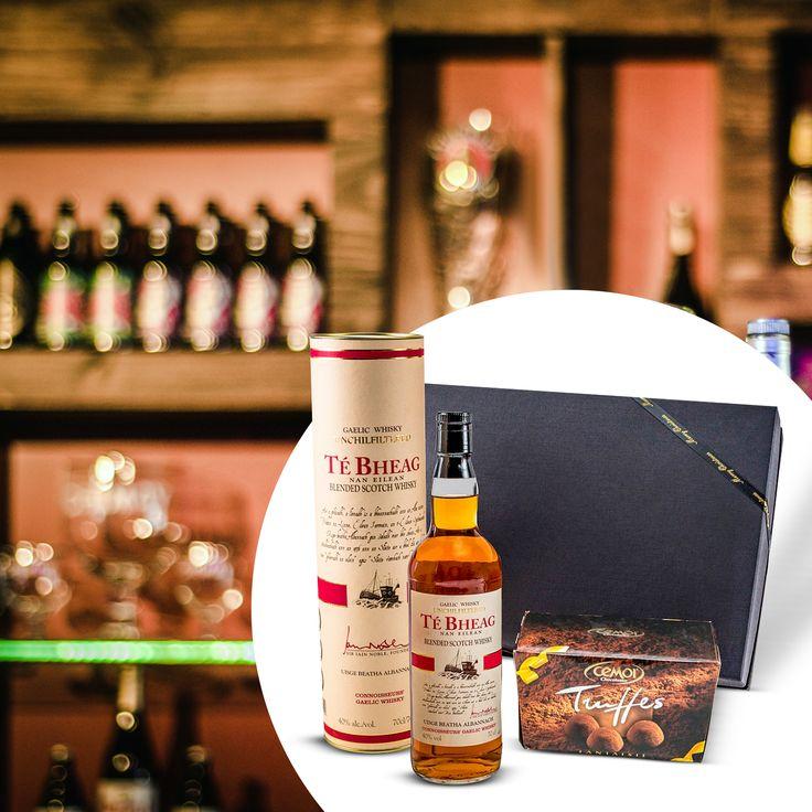 Männergschenke mit Whisky und Schokolade  https://www.ideas-in-boxes.de/geschenkset-fuer-maenner-te-bheag-unchillfiltered-whisky.html?___SID=U
