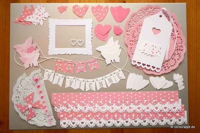 Taufalbum-Babyalbum-Mädchen-rosa-Bastelpaket-Bastel-Kit-Embellishment-Set-Tags-Journaling-Bordüren-Rahmen-Herzen-Schmetterlinge-Fahne-Girlande-Namen-Doilies-Überblick