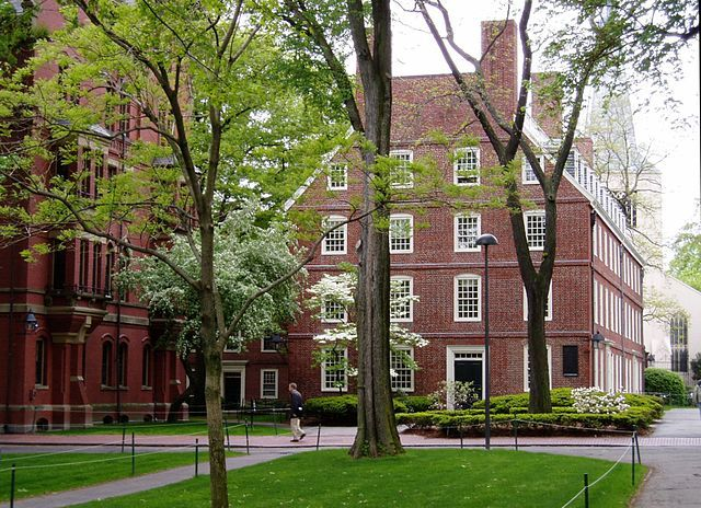 Datei:Harvard University Massachusetts Hall.jpg – Wikipedia