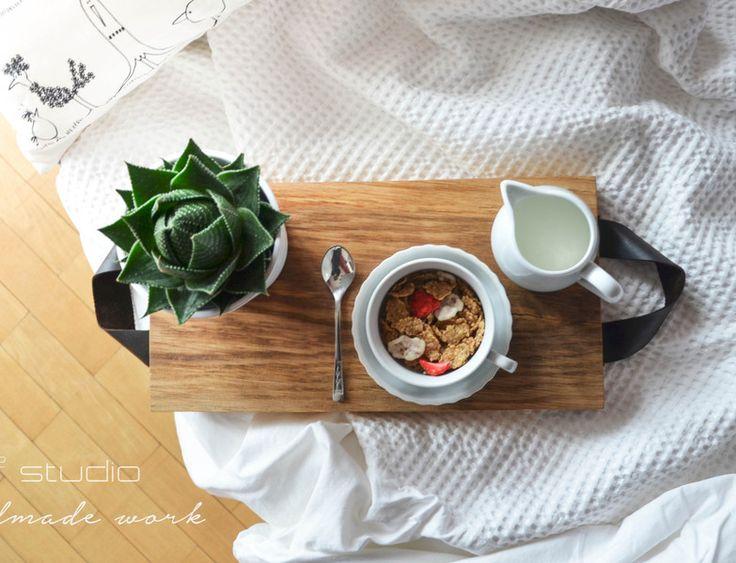 Taca drewniana MORNING, skórzane uchwyty!  w D2 Studio - Drewno dla Twojego domu na DaWanda.com   design / projekt / stołek / stolik / skandinavian / scandi / skandynawski / d2 studio / wood / drewniany / coffee table / handmade /