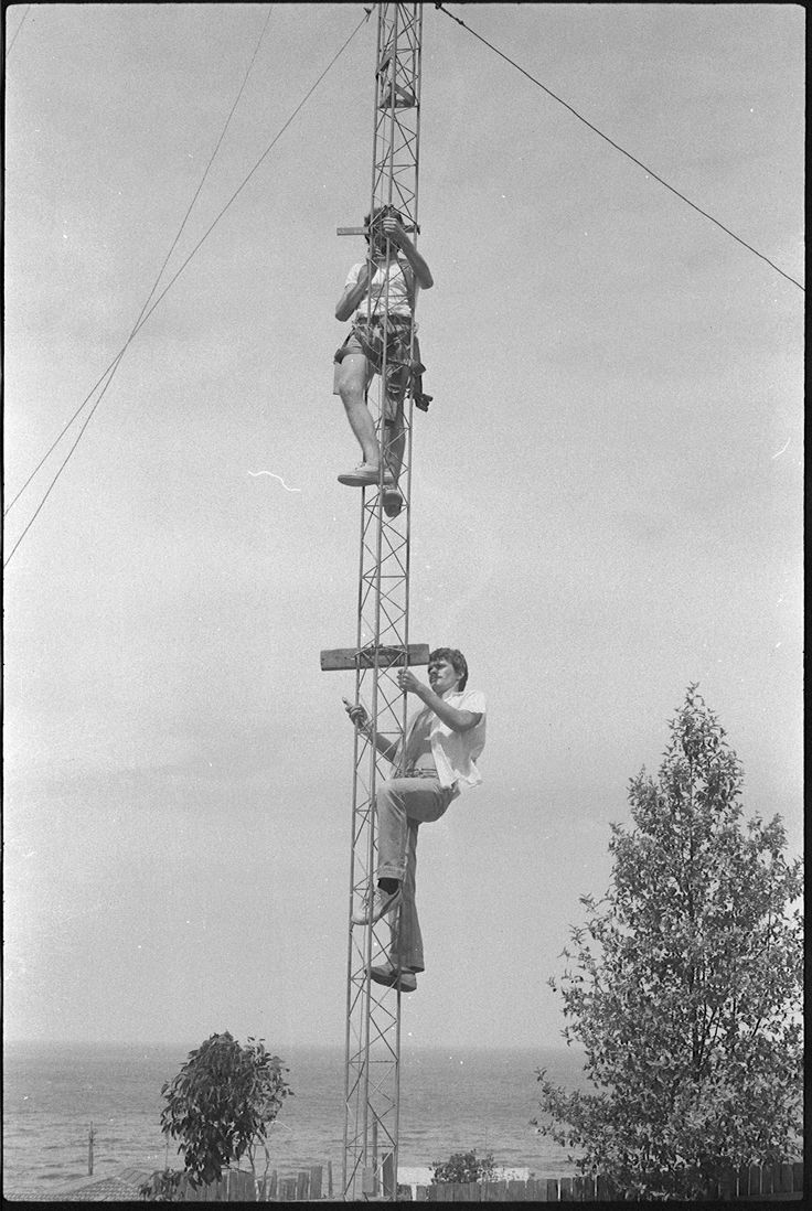 236. Testing the new antenna at Coal Cliff - December 1980