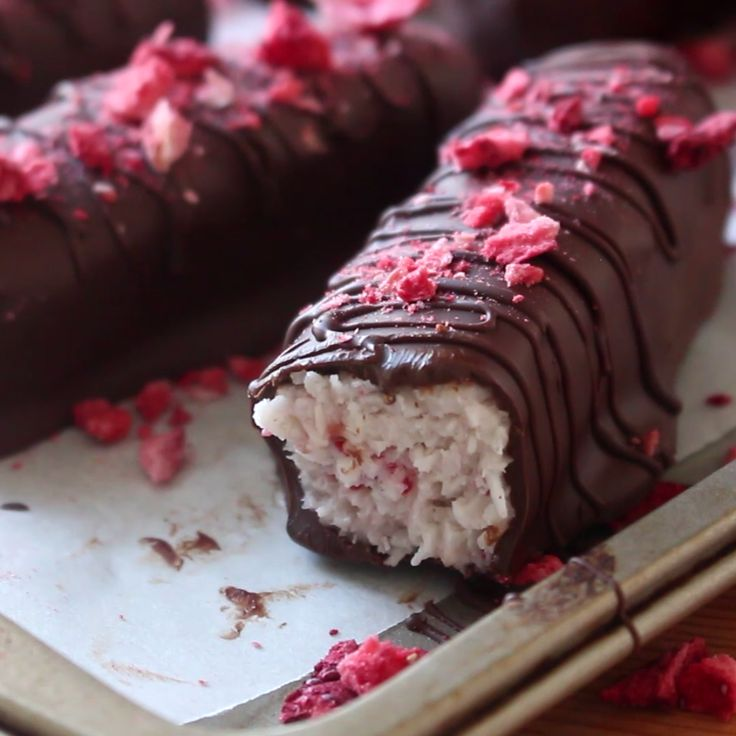 Craving a chocolate bar, but looking for something lighter? These chocolate bars contain coconut and dried strawberries and are guilt-free way of kicking those cravings to the curb!