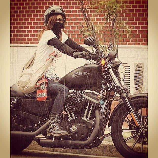 #mulpix #バイカー #ハーレー #バイク #hareydavidson #バイク女子 #ガールズバイカー #ツインカム #TC #渋い #オシャレ #素敵な女性 #フェイスマスク #美人 #格好いい #レザー #ブーツ #ブラック #cool #chic #ダイナ #サングラス #グラデーション
