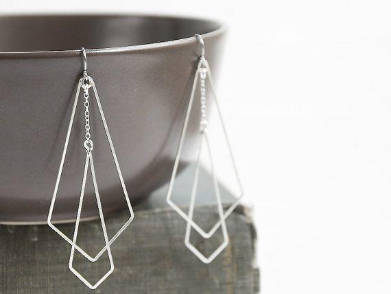 Argent Art Deco Earrings - long géométriques, Great Gatsby, moderne simple, pointe de flèche, losange, a martelé - Hanging flèches (vers le ...