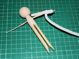 Morganised Chaos: HOW TO Make a Clothes Pin Doll. Very detailed instructions on painting face, and making arms from wire wrapped in pipecleaners. Also great hair idea.