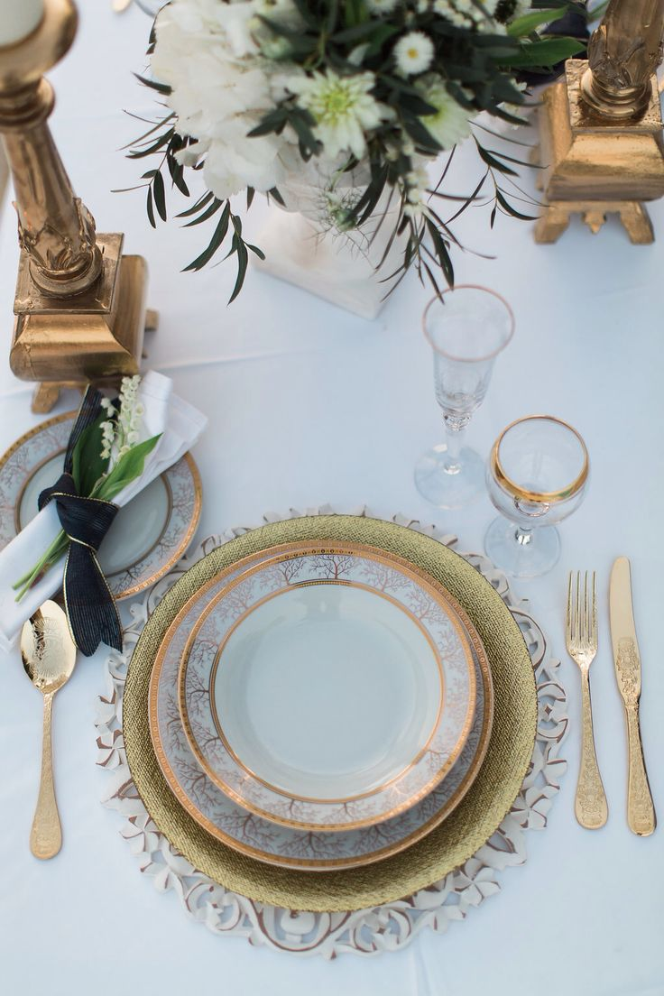 Table setting, gold wedding table, lily of the valley, decoration planner the diamond rock