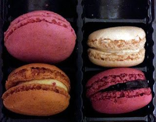 Daniele: Merci Paris pour une véritable Macaron! http://daniela-florentina.blogspot.ro/2015/11/merci-paris-pour-une-veritable-macaron.html