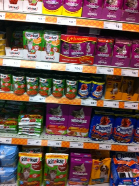 Pet food in Dixie (discounter), Moscow (2012)