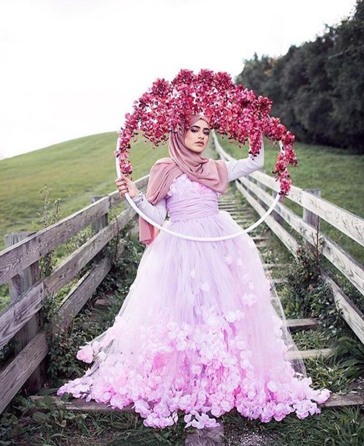 "276 Likes, 6 Comments - Hijabi Bride Fashion 🎀🎀 (@hijabiwedding) on Instagram: ""What a dress, what a background 😍😍 #flowerwall #muslimwedding #hijabiwedding #muslimbride…"""