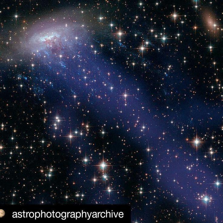 On instagram by dimazai #astrophotography #metsuke (o) http://ift.tt/1MV2Pam завесой из звёзд Млечного Пути в миллионах световых лет от Земли плывет сквозь пространство разрушенная спираль ESO 137-001. В небольшом и внешне мало примечательном южном созвездии Наугольника крупные телескопы находят большое скопление галактик трудно наблюдаемое из-за загораживающих его звёздных облаков Млечного Пути. Всматриваясь сквозь толщу звёзд астрономы наблюдают в этом направлении области пространства…
