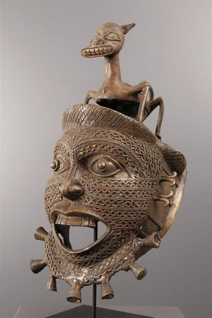 Art africain - Masque Tikar en bronze