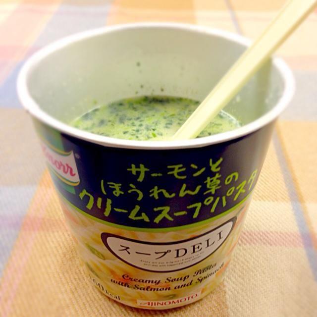 ダイエット中なので、今日のお昼はこれだけっ - 1件のもぐもぐ - サーモンとほうれん草のクリームスープパスタ by 69mogura725