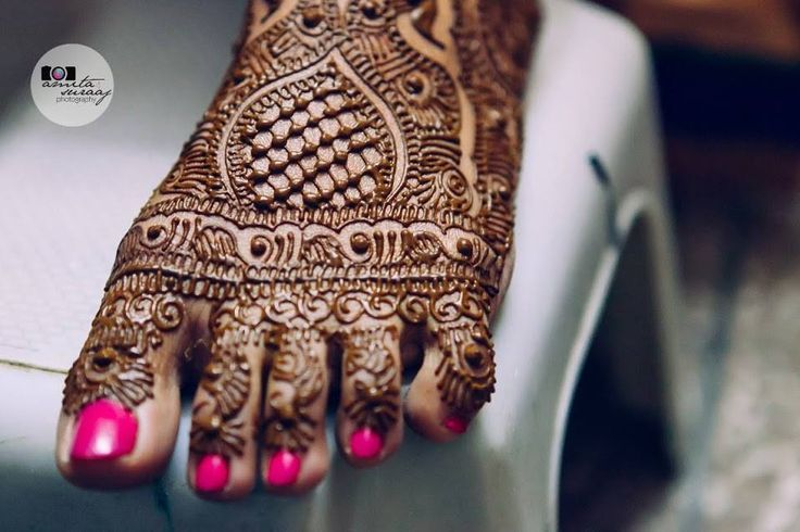 Henna on hands and feet at indusboutique.com