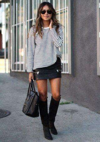 Minirock im Herbst tragen: Mit Shirt, transparenter Strumpfhose und Stiefeln