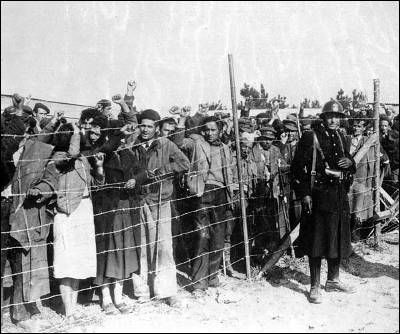 Españoles republicanos en el campo de concentración de Argelés-sur-Mer (1939).