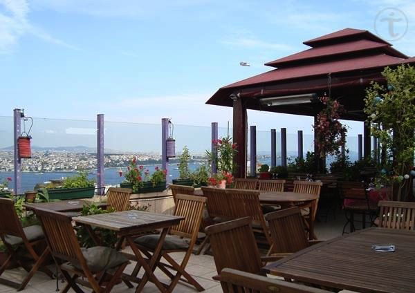 5 Kat Istanbul Terrace in Cihangir provides the unique panoramic view to Bosphorus