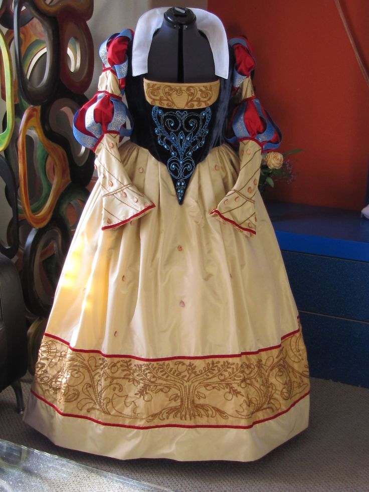 Snow White's dress, as it should have been.  Historically correct German dress