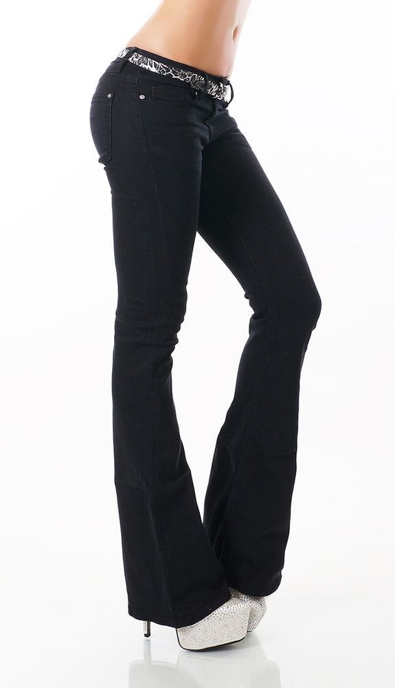 Černé džíny do zvonu s páskem