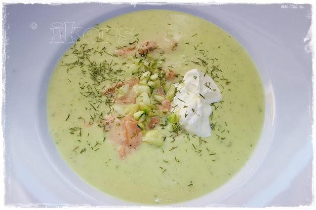 Feines Zucchinisüppchen mit Lachs
