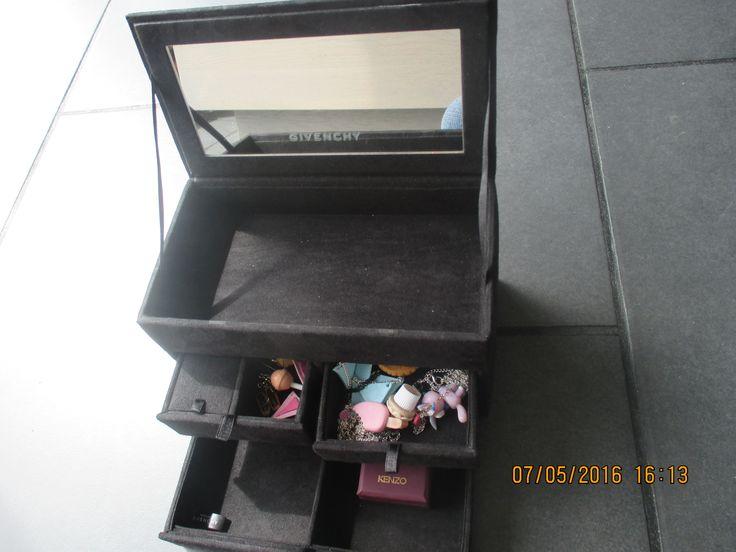 Conseil #2 Preserver une boite preciale ou vous pourrez mettre vos bijoux crée par vous meme : collier,boucle d'oreille,broche etc...