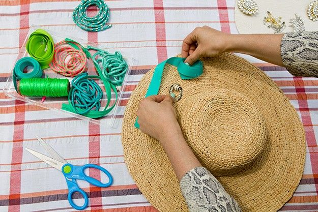 Whether you embellish a classic sun-hat, a floppy-brim bo-ho hat, or an oversized fedora, the best part about this do-it-yourself project is that it requires almost no tools, zero glue and zero sowing. #PrettySavvySweeps #JeepCompass