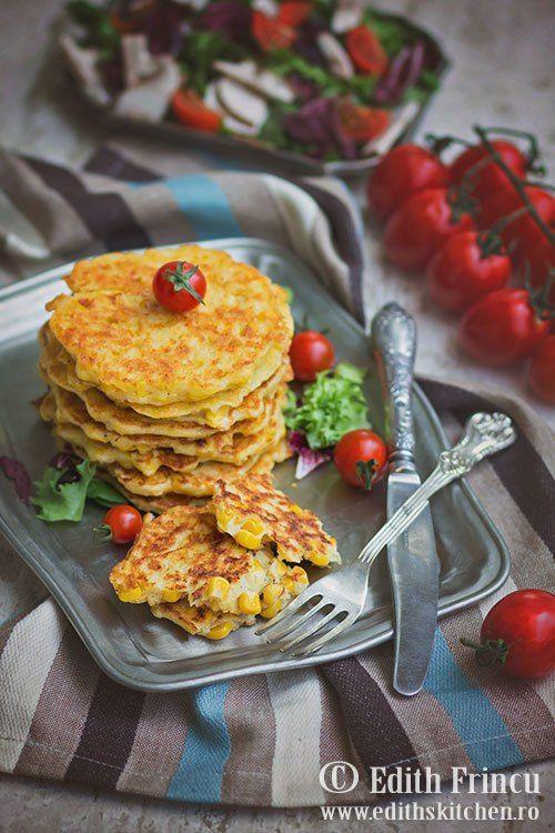 Pancakes cu porumb si branza - delicioase cu boabe de porumb crocante, malai, oua, cascaval si parmezan.