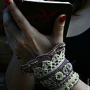Купить или заказать Браслет  бохо  'Розовый коралл' в интернет-магазине на Ярмарке Мастеров. Браслет связан крючком из чистого хлопка с добавлением бисера. Застежка выполнена с двумя прозрачными пуговицами, что дает возможность менять его размер при необходимости. Нитки использованы итальянские, очень хорошего качества. Такие браслеты хорошо смотрятся на руке и достаточно прочны: вы можете даже окунуться в нем в море! За браслетом легко ухаживать: его можно стирать и гладить с изнаноч...