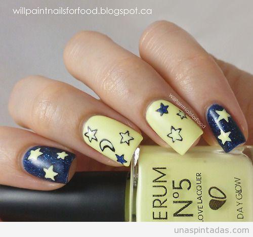 uñas decoradas con estrellas y lunas