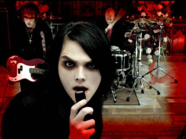 I got My Chemical Romance! Which Emo Band Are You IRL?------> yep. The truth is stronggggg