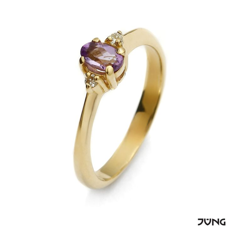 gold ring with amethyst and 2 diamonds