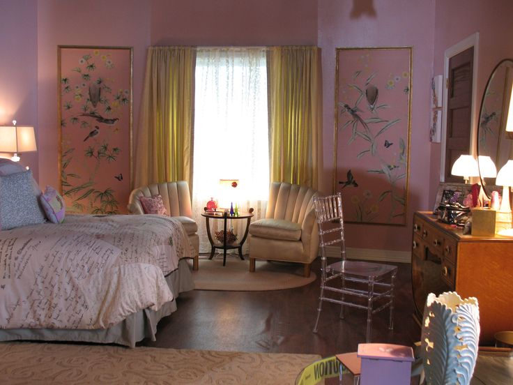 So cute! We love the wall art and split love seat chairs. Ali's room is so cute and pink! | Pretty Little Liars
