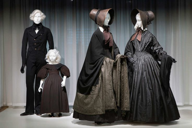 "The Met Costume Institute's new show ""Death Becomes Her"" - Victorian Mourning Fashion and Mourning Jewelry! tres goth."