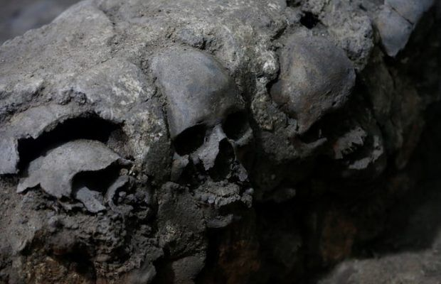 ARKEOFİLİ ///  Meksika'da Bulunan Kafatası Kulesi Aztek Ritüellerini Gösteriyor