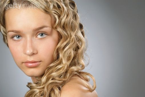 How to Curl Your Hair at Home