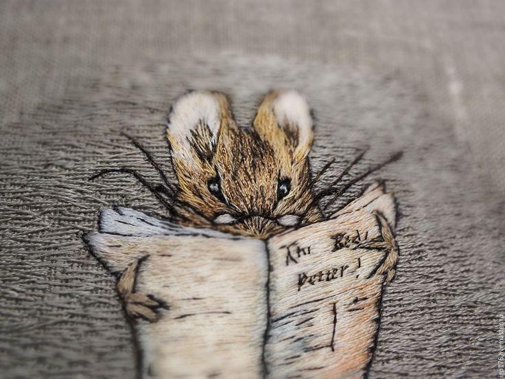 """Купить """"Мышонок - портной"""", художественная гладь, картина - бежевый, художественная гладь, мышонок, мышка"""