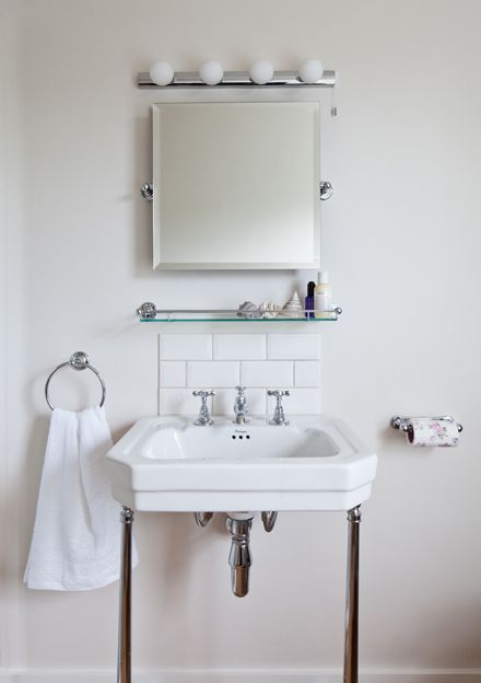 Square sink on stand