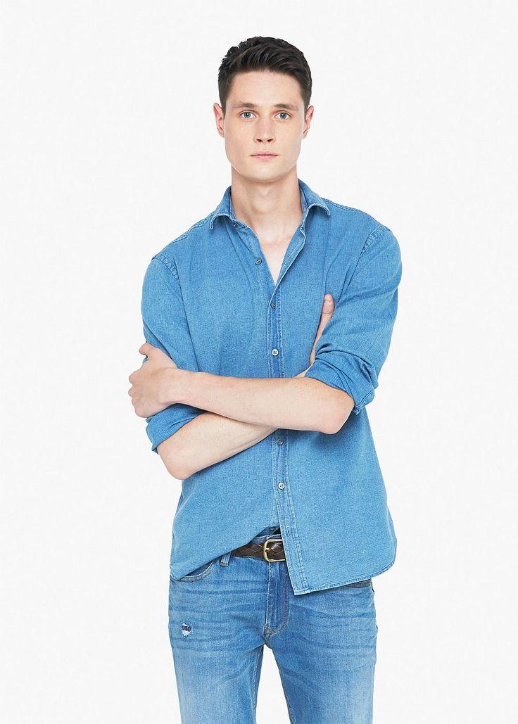 Slim Fit Hemd aus strukturiertem Baumwoll-Chambray. Aus der Casual-Kollektion. Mit klassischem Kragen, Knopfleiste vorne, langen Ärmeln und einfach geknöpften, abgerundeten Manschetten. ZUSAMMENSETZUNG: 100% BAUMWOLLE....