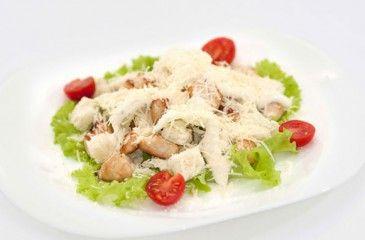 Салат Цезарь с курицей классический в домашних условиях. Простые рецепты салата Цезарь с курицей с фото