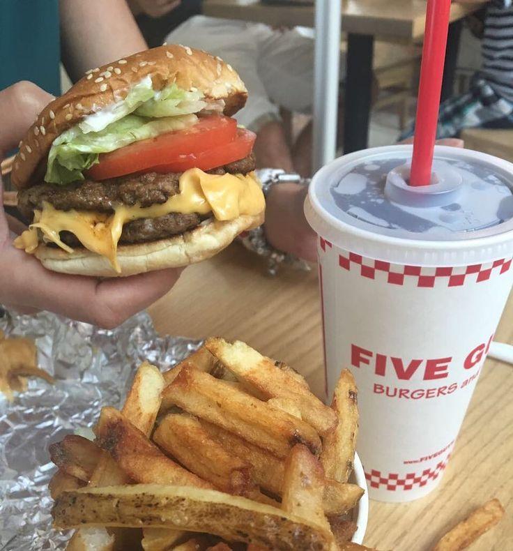 """97 Likes, 2 Comments - Eating Curitiba (@eatingcuritiba) on Instagram: """"Five Guys é um clássico americano que não pode faltar, não é o melhor hamburger da vida, mas vale a…"""""""