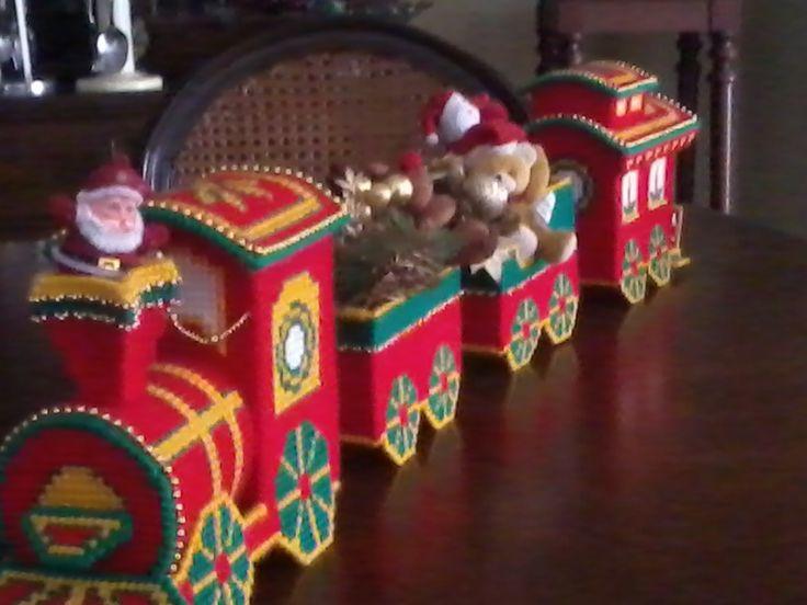 Tren navideño. . . plastic canvas.