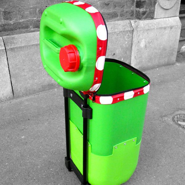 Recyclart September contest winner: The Plastic Drum trolley in plastics  with trolley Recycled